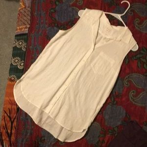 Gap sleeveless summer shirt